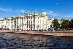 Widok od Neva rzeki na stanu eremu muzeum zimie Palac Zdjęcia Stock