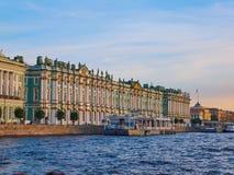 Widok od Neva rzeki zima pałac przy zmierzchem petersburg bridżowy okhtinsky święty Russia Obrazy Stock