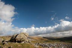 Widok od Norber eratyków zestrzela Wharfe dolinę w Yorkshire dolinach obraz stock