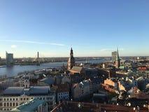 Widok od obserwacja pokładu St Peter's katedra na Daugava rzece moście kopuły katedrze i dachach t, fotografia royalty free
