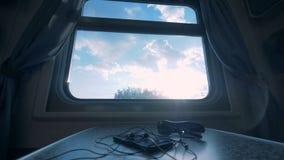 Widok od okno meblująca taborowa kabina Linii kolejowej wycieczki pojęcie zbiory wideo