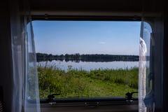 Widok od okno obozowicz piękny jezioro krajobraz Zdjęcie Royalty Free
