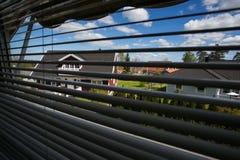 Widok od okno przez stor Obrazy Stock