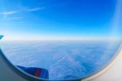 Widok od okno samolot na skrzydle Zdjęcia Royalty Free