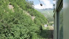 Widok od okno w retro trin w górach - Gruzja zdjęcie wideo