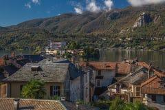 Widok od Orta San Giulio przy Jeziornym Orta, Włochy Zdjęcie Stock