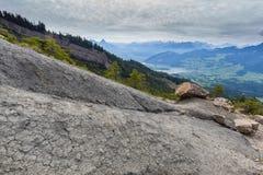 Widok od osunięcie się ziemi terenu Gnipen Goldau na Jeziornym Lauerz i szwajcarze Fotografia Stock