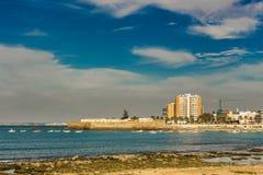 Widok od Paseo Fernando chinonów w Cadiz obraz stock