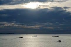 Widok od Pattaya plaży przy zmierzchem zdjęcia royalty free