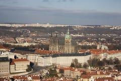 Widok od Petrin wzgórza Praga i St Vitus katedry Zdjęcie Stock