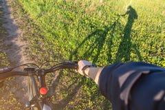 Widok od pierwszy osoby cyklista fotografia royalty free