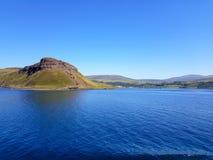 Widok od promu blisko wyspy Skye fotografia stock