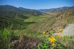 Widok od przepustki Chike-Taman dolina między mountai Zdjęcie Royalty Free