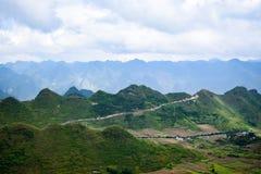 Widok od Quan półdupków nieba bramy, brzęczenia Giang prowincja, Wietnam Fotografia Stock