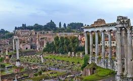 Widok od Romańskiego forum który jest znacząco forum w antycznym Rzym zdjęcia stock