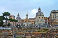 Widok od Romańskiego forum który jest znacząco forum w antycznym Rzym zdjęcia royalty free