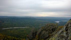 Widok od szczytu na kamiennej rzece Obrazy Stock