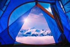Widok od turystów namiotowych wysokie góry Zdjęcie Stock