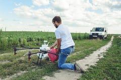 Widok od tylnego procesu przygotowywać agro trutni dla irygaci Zdjęcia Royalty Free