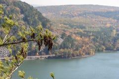 Widok od wierzchołka zachodni blef przy Czarcim ` s jeziorem w jesieni zdjęcia royalty free