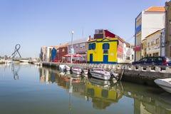 Widok od wodnego kanału, Aveiro, Portugalia Zdjęcie Stock