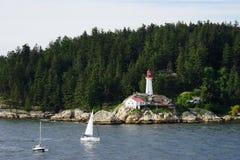 Widok od wody punktu Atkinson latarnia morska, Kanada Zdjęcia Royalty Free