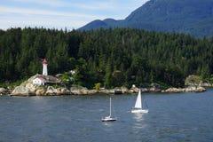 Widok od wody punktu Atkinson latarnia morska, Kanada zdjęcie royalty free