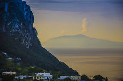 Widok od wybrzeża wyspa Capri od Vesuvius Vol Zdjęcie Stock