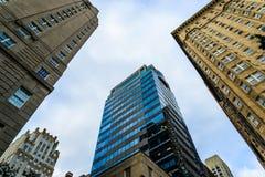 Widok od ziemi przy budynków wierzchołkami w Filadelfia Fotografia Stock