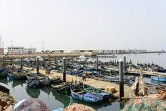 Widok łodzie rybackie w Essaouira porcie Zdjęcia Royalty Free
