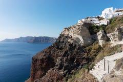 Widok Oia spod spodu, piękna wioska na powulkanicznej wyspie Santorini Fotografia Royalty Free