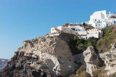 Widok Oia spod spodu, piękna wioska na powulkanicznej wyspie Santorini Zdjęcia Royalty Free
