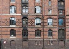 Widok okno ceglana fasada w Speicherstadt i, Hamburg Zdjęcia Stock