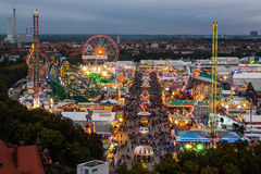 Widok Oktoberfest w Monachium przy nocą Fotografia Stock