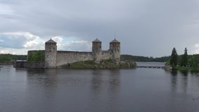 Widok Olavinlinna kasztel Czerwa wieczór antyczny Finland forteczny olavinlinna savonlinna zmierzch zdjęcie wideo