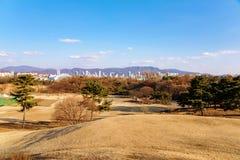 Widok Olimpijski park w Seul na słonecznym dniu fotografia royalty free