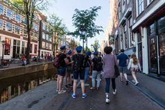 Widok Oudezijds Achterburgwal ulica Distric czerwone światło lub obrazy stock