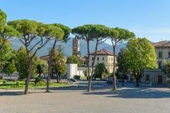Widok outside od miasto ściany w Lucca Włochy fotografia royalty free