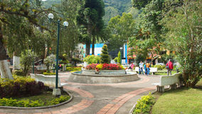 Widok Palomino Flores park w śródmieściu miasto Banos lokalizuje na północnych pogórzach Tungurahua wulkan Obrazy Royalty Free