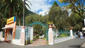 Widok Palomino Flores park w śródmieściu miasto Banos lokalizuje na północnych pogórzach Tungurahua wulkan Zdjęcia Stock