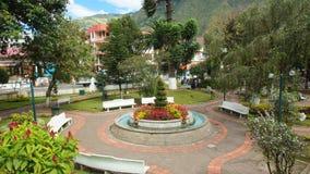 Widok Palomino Flores park w śródmieściu miasto Banos lokalizuje na północnych pogórzach Tungurahua wulkan Obrazy Stock
