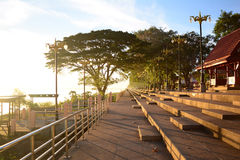 Widok park blisko Khong rzeki z ciepłym słońca światłem w mor Obrazy Stock