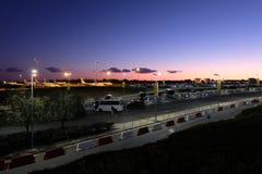 Widok parking i samoloty na Larnaka lotnisku międzynarodowym obrazy royalty free