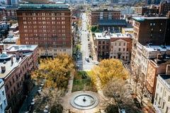 Widok parkowa i Pomnikowa ulica w Mount Vernon, Baltimore, Zdjęcie Royalty Free