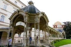 Widok Parkowa kolumnada w Dvorak parku fotografia stock