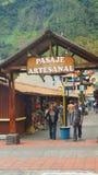 Widok Pasaje Artesanal w śródmieściu Banos lokalizuje na północnych pogórzach Tungurahua wulkan Zdjęcia Stock