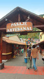 Widok Pasaje Artesanal w śródmieściu Banos lokalizuje na północnych pogórzach Tungurahua wulkan Zdjęcie Royalty Free