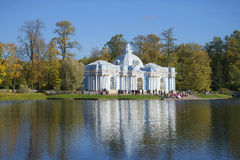 Widok pawilon groty złota jesień Catherine park Tsarskoye Selo Zdjęcie Royalty Free