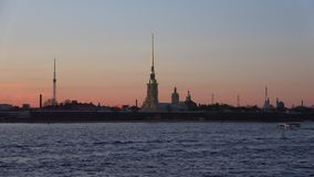 Widok Peter i Paul forteca wewnątrz może zmierzch petersburg bridżowy okhtinsky święty Russia zdjęcie wideo