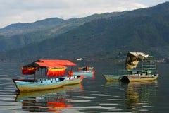 Widok Phewa jezioro przy Pokhara, Nepal Zdjęcie Stock